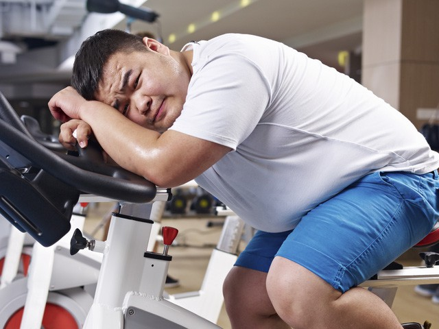 Không nên thực hiện các biện pháp giảm cân không đúng này sau tuổi 30